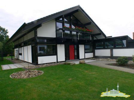 Stadtrandimmobilien - Luxuriöses HUF Haus - bestens in Form 220 m² ...